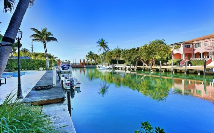 N Mashta Dr, Key Biscayne, Florida