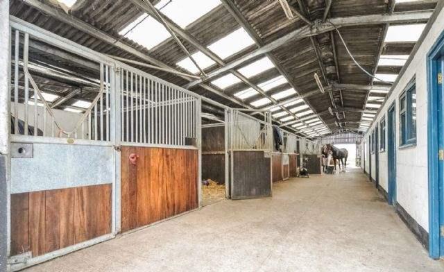 Newbarn Farm, Horsham, West Sussex