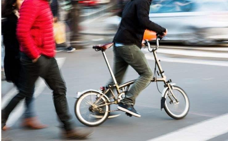 Commuting in a tech city