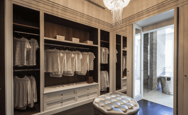 Furze Croft St Georges Hill - Dressing room