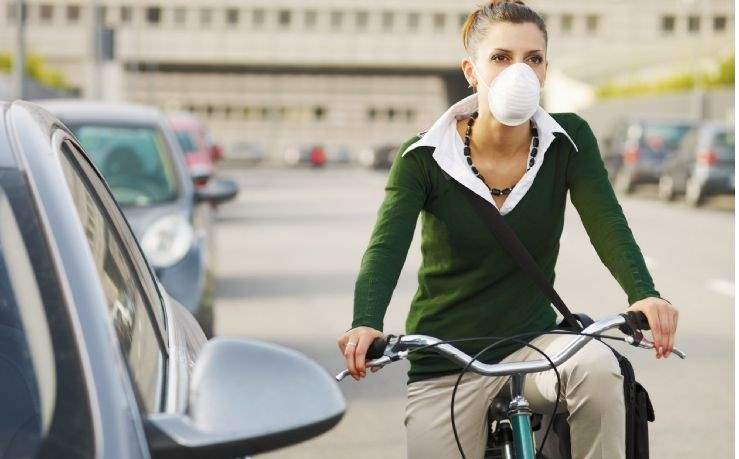 Cyclist wearing anti-pollution mask