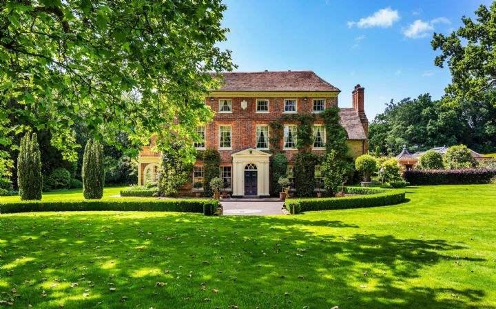Glebe House, Petworth Road, Chiddingfold, Surrey