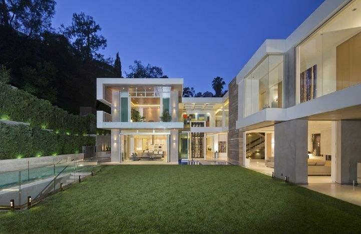 Sierra Alta Way, Los Angeles