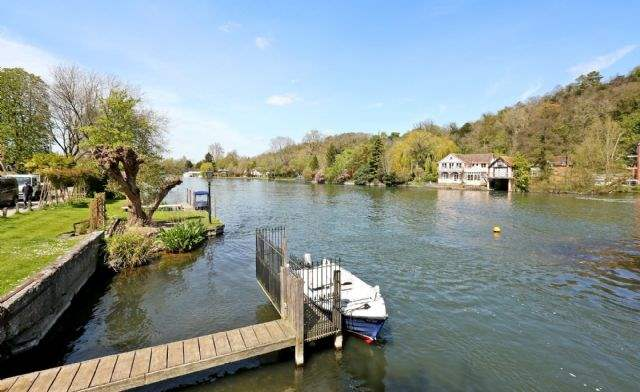 Living area - Island Cottage, Henley-on-Thames