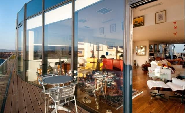Living area, Ravelstone Terrace, West End