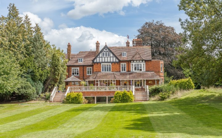 The Croft, Burrows Lane, Gomshall, Guildford, Surrey